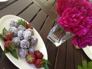 chocolate macaroons and fresh berries for dessert. oh, my.